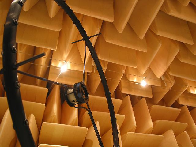 Akustische Kamera im reflextionsarmen Raum der HS.R